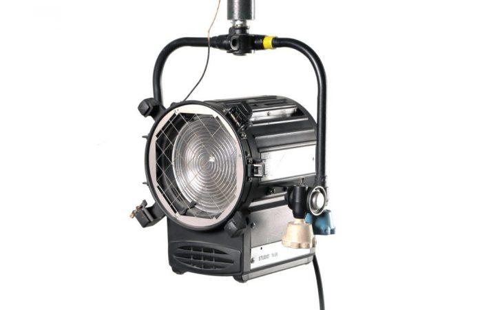 Luz Fresnel QuartzColor 1.000 de Estudio Usada